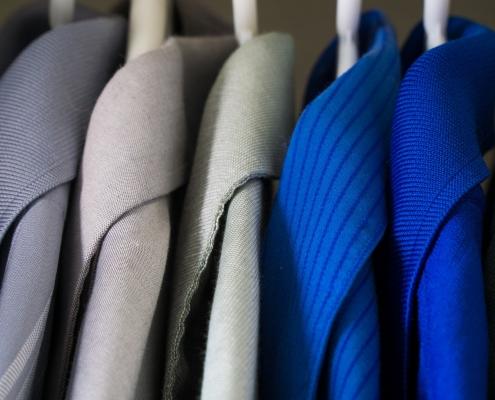 I vestiti nei nostri armadi potrebbero drasticamente diminuire a causa della carenza di tessuti legata a un peggioramento della salute del suolo. Foto di Steve Adcock da Pixabay