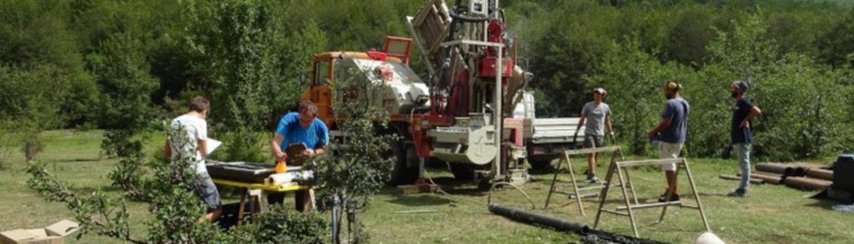 Progetto Torbiere. Il cantiere presso la piana lacustre di lago Moo e prima descrizione in sito della carota effettuata nel 2017. FOTO: Servizio Geologico, Sismico e dei Suoli Regione Emilia Romagna.