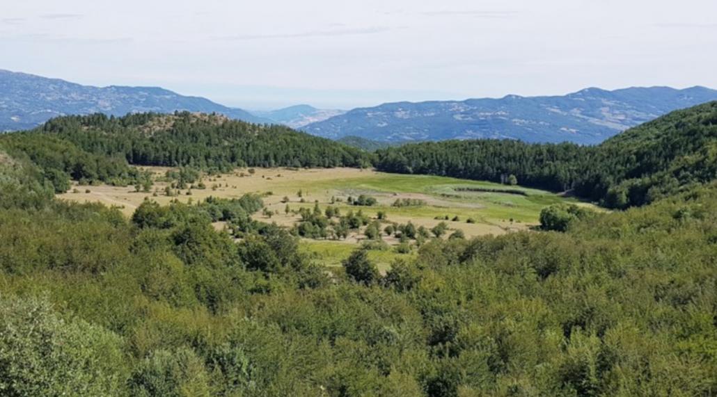 Progetto Torbiere - Panoramica da sud della piana lacustre di Lago Moo (provincia di Piacenza). FOTO: Servizio Geologico, Sismico e dei Suoli Regione Emilia Romagna.
