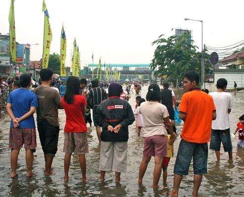 Giacarta è una delle prime vittime della subsidenza. Negli ultimi 10 anni la capitale indonesiana è affondata di oltre 2,5 metri e mezzo. Foto: Kate Lamb Attribution-ShareAlike 3.0 Unported (CC BY-SA 3.0)