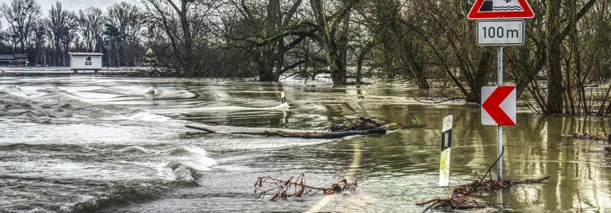 Le inondazioni sono un fenomeno sempre più frequente. Senza interventi rapidi sulle coste, gli Stati Ue perderanno fino a 1270 miliardi di euro. FOTO: Markus Distelrath da Pixabay