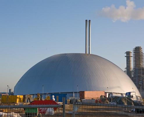 L'inceneritore di Marchwood, nei pressi di Southampton, Regno Unito. Entro il 2035, dicono le stime, l'intensità di carbonio derivante dalla termovalorizzazione supererà quella associata alle discariche. Una ragione in più per promuovere il riciclo dei materiali. Foto: Peter Facey Attribution-ShareAlike 2.0 Generic (CC BY-SA 2.0)
