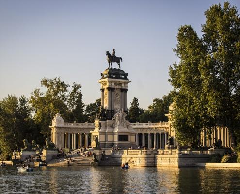 Madrid sempre più verde. Approvati i cinque progetti del Bosco Metropolitano, un piano di recupero del suolo e dei suoi ecosistemi che si estenderà per 75 chilometri attorno alla capitale spagnola. Foto: Pixabay License- Libera per usi commerciali, attribuzione non richiesta