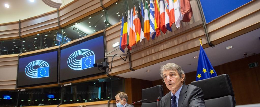 Il presidente David Sassoli dirige la sessione plenaria dell'Europarlamento nel quale è stata approvata la mozione per la tutela legale del suolo. FOTO: © European Union 2021 - Source : EP