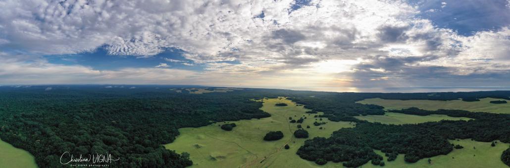 Una magnifica vista aerea dell'area di Nyonié in Gabon. Lo Stato africano è il primo a ricevere denaro per non deforestare e non emettere quindi CO2. FOTO: Christian Vigna christian CC-BY-SA-4.0