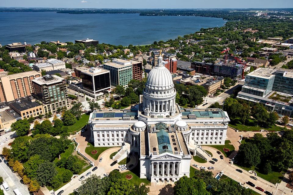 Madison, Wisconsin, è stata la sede delle misurazioni sulla capacità di riduzione delle temperature associata alla presenza degli alberi. Foto: Pixabay License. Libera per usi commerciali Attribuzione non richiesta