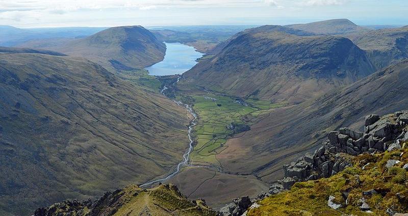 L'afflusso dei turisti e gli effetti del cambiamento climatico, nota il Guardian, minacciano la tenuta del Lake District, uno dei luoghi più affascinanti del Regno Unito. Foto: Doug Sim Attribution-ShareAlike 4.0 International (CC BY-SA 4.0)