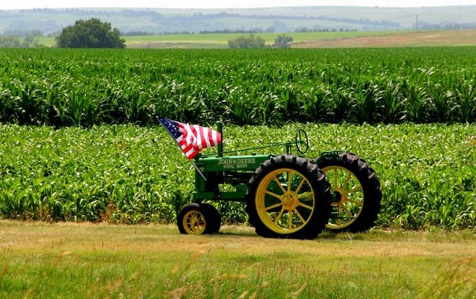 """Agriculture, U.S. organizations explain, """"needs a collections of practices tailored for each region, climate, soil type, and farming system."""" Photo: Pxhere CC0 Public Domain Free for personal and commercial use No attribution required"""