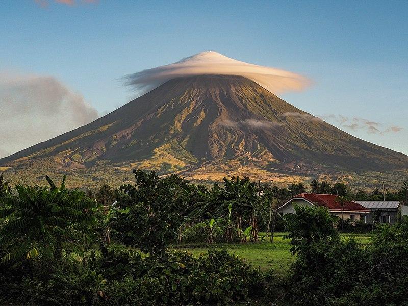 L'analisi del suolo del vulcano Mayon, nel nord del Paese, ha permesso di scoprire nuove interessanti specie di batteri. Foto: Patryk Reba Attribution-ShareAlike 4.0 International (CC BY-SA 4.0)