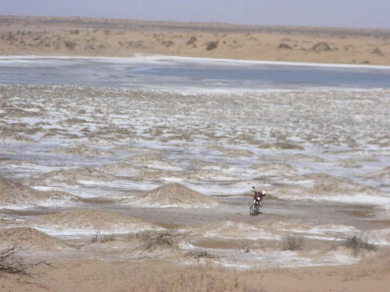 The Ulan Buh desert in Mongolia hosted the first large-scale trial conducted by Chinese researchers. Photo: 摩游乐 Attribution-ShareAlike 3.0 Unported (CC BY-SA 3.0)