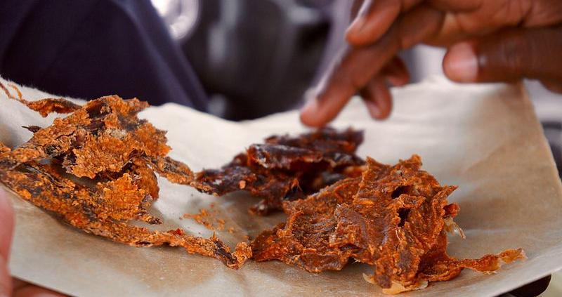In Nigeria il metodo tradizionale di produzione del Kilishi è considerato insostenibile dal punto di vista ambientale. Foto: Fatima Bukar Attribution-ShareAlike 4.0 International (CC BY-SA 4.0)
